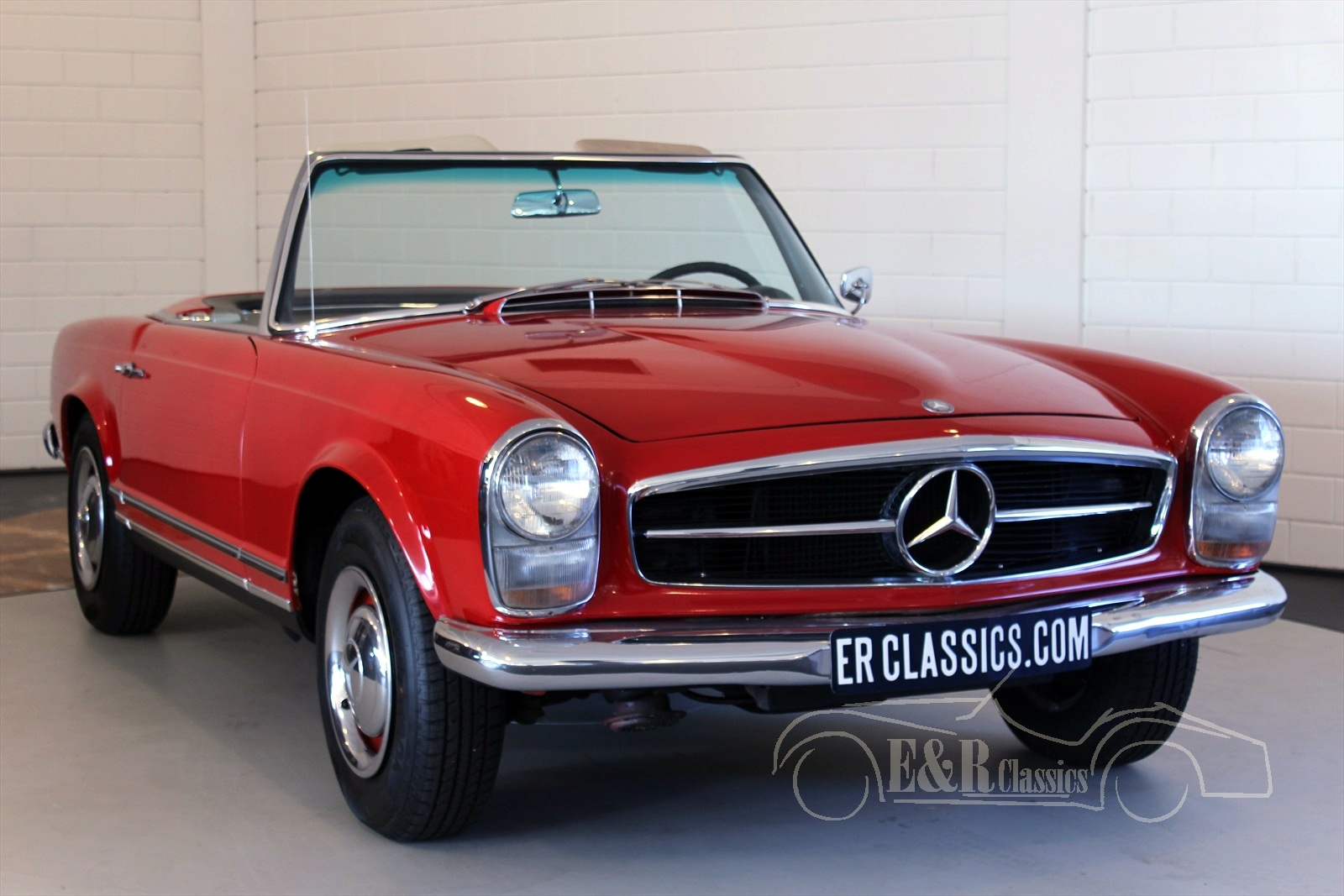 mercedes benz 230sl for sale at e r classic cars. Black Bedroom Furniture Sets. Home Design Ideas